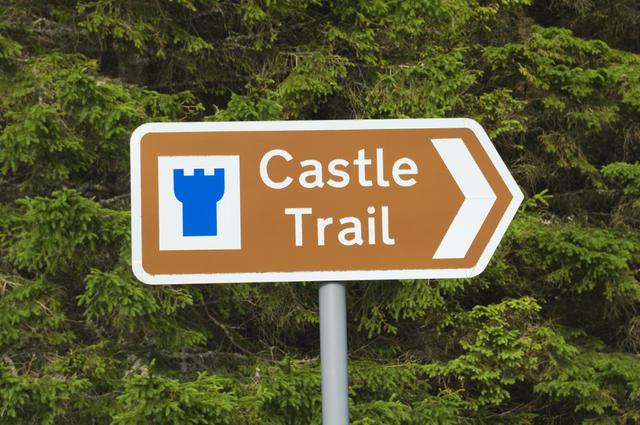 castletrailsign